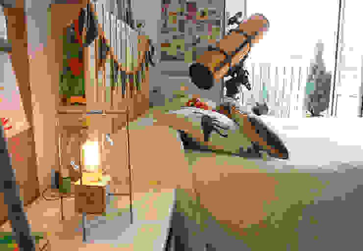 Lámpara Mina en habitación infantil TRAE SHOP Habitaciones infantilesIluminación Madera Acabado en madera