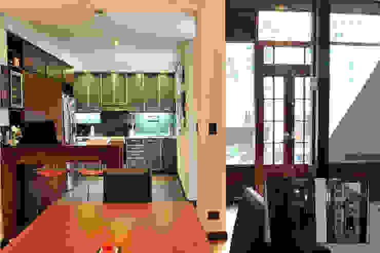 Cocina + sala comedor Minimalistische Küchen von Radrizzani Rioja Arquitectos Minimalistisch MDF