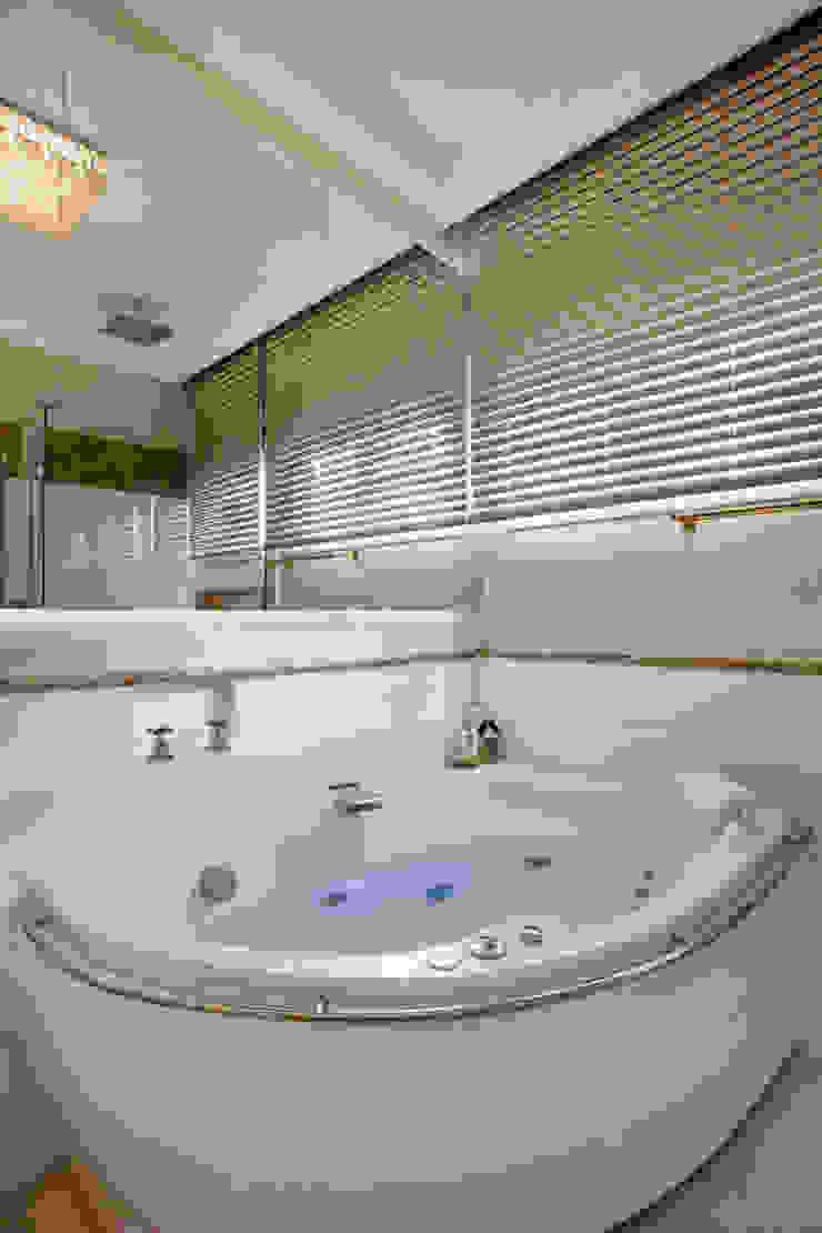 Casa Tripoli Banheiros modernos por Arquiteto Aquiles Nícolas Kílaris Moderno Mármore