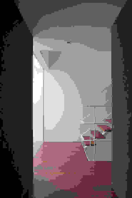 2階階段 モダンスタイルの 玄関&廊下&階段 の 東章司建築研究所 モダン 木 木目調