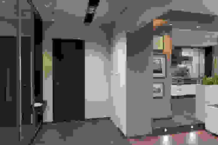 дизайн-проект однокомнатной квартиры для молодого человека. Коридор, прихожая и лестница в модерн стиле от Катя Волкова Модерн