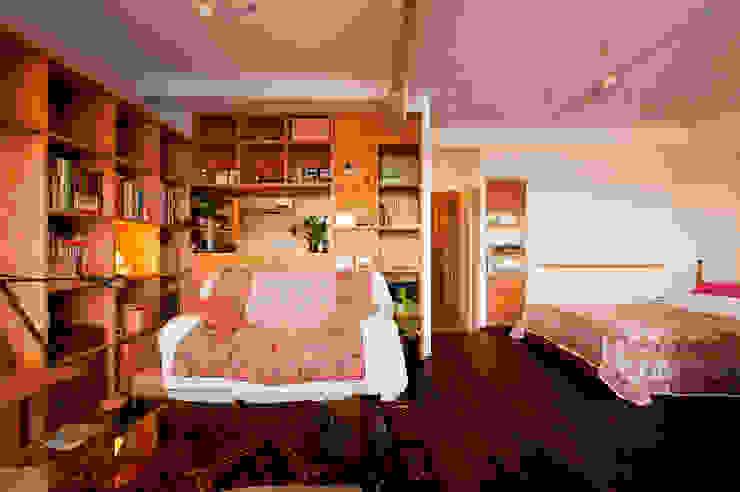 旅の思い出を飾る壁面収納 の 株式会社スタイル工房