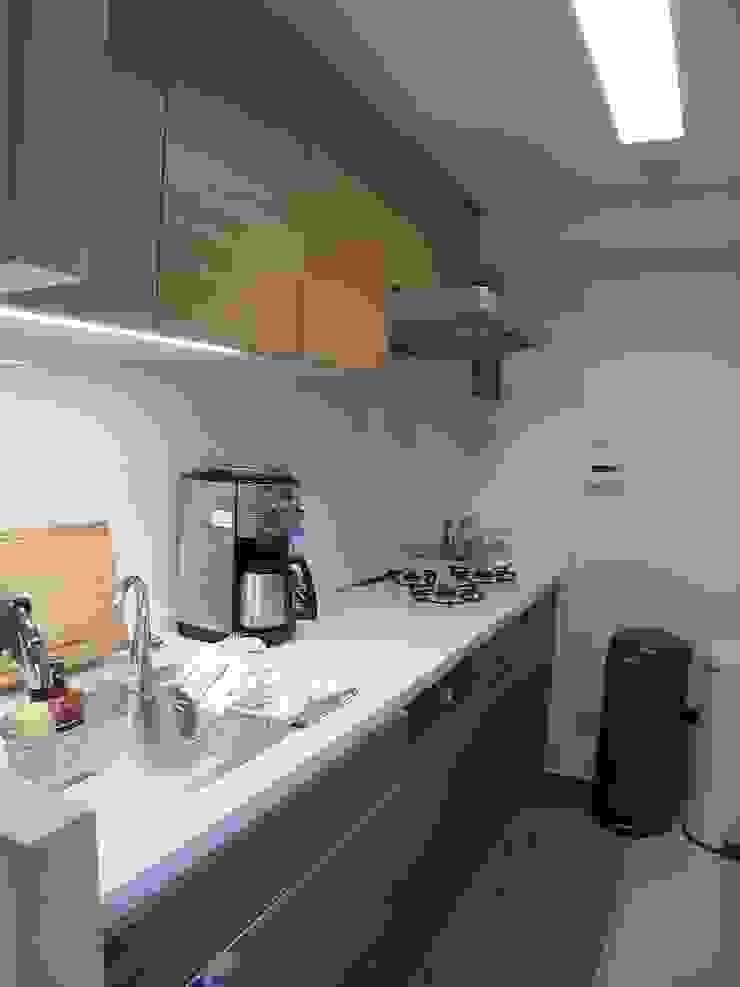 横浜市 I邸リノベーション04 オリジナルデザインの キッチン の 阿部工務所 オリジナル