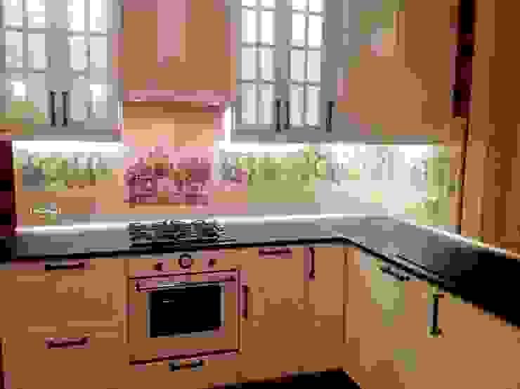 ห้องครัว โดย Мастерская росписи по фарфору и керамической плитке АртФлёра, คันทรี่ กระเบื้อง