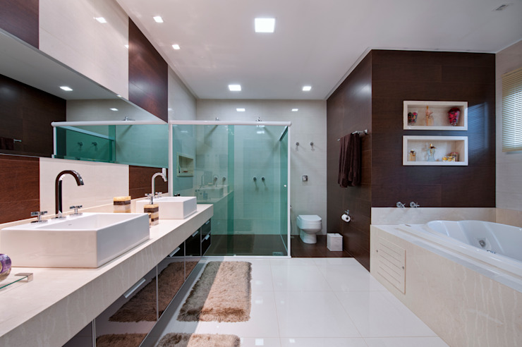 Minimalist style bathrooms by Livia Martins Arquitetura e Interiores Minimalist