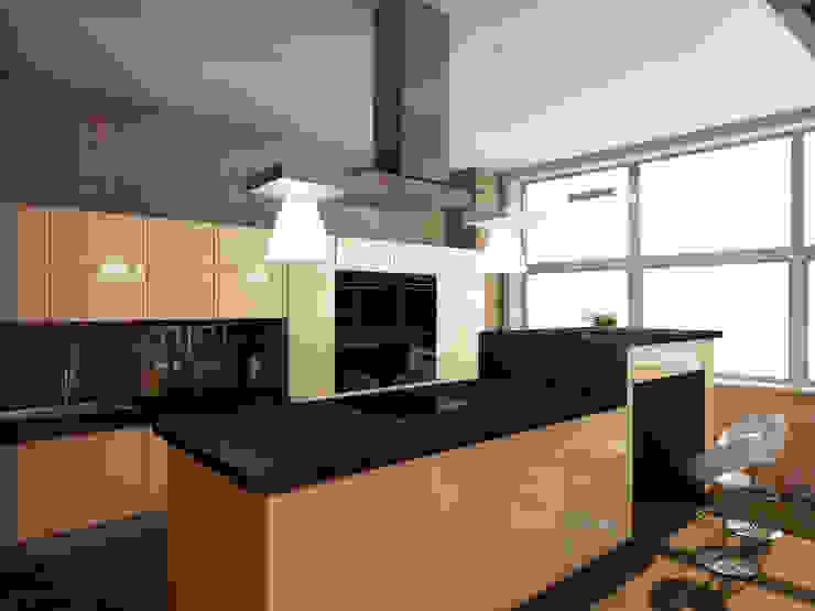 Теплая квартира Кухня в стиле лофт от Студия Интерьерных Решений Десапт Лофт