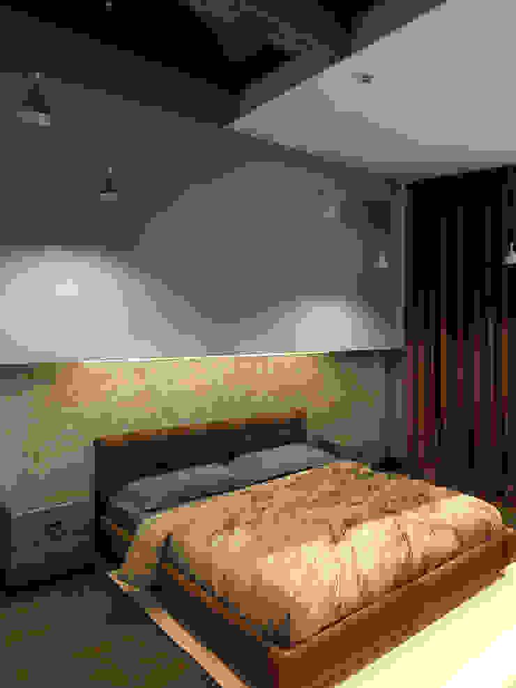 Теплая квартира Спальня в стиле лофт от Студия Интерьерных Решений Десапт Лофт