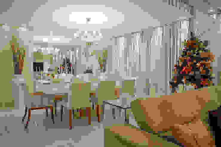 Sala de Estar Salas de estar clássicas por Livia Martins Arquitetura e Interiores Clássico