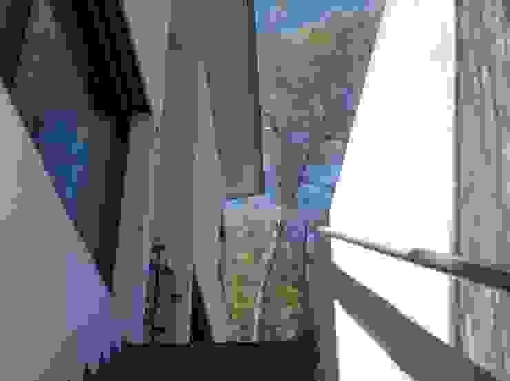 Acceso Principal Balcones y terrazas de estilo moderno de Oleb Arquitectura & Interiorismo Moderno