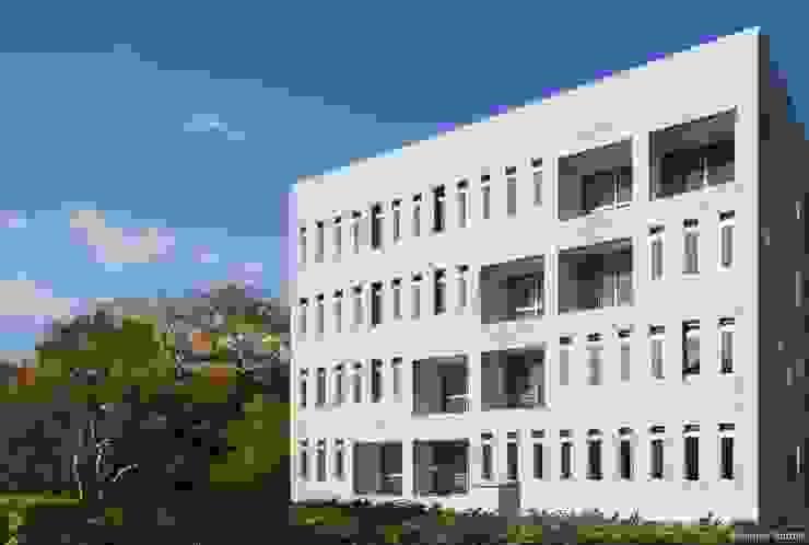 外観 Ryo MURATA Laboratory オリジナルな 家 鉄筋コンクリート 灰色