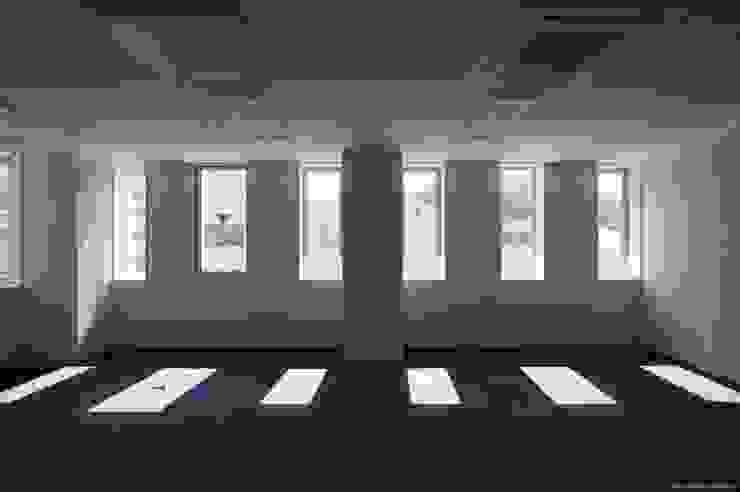 内観:オフィス オリジナルデザインの 書斎 の Ryo MURATA Laboratory オリジナル
