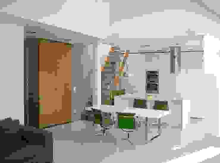 Wohnküche: modern  von möbelle Tischlereikollektiv GmbH,Modern