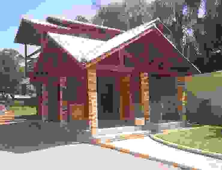 Дома в стиле кантри от Graziela Alessio Arquitetura Кантри Твердая древесина Многоцветный
