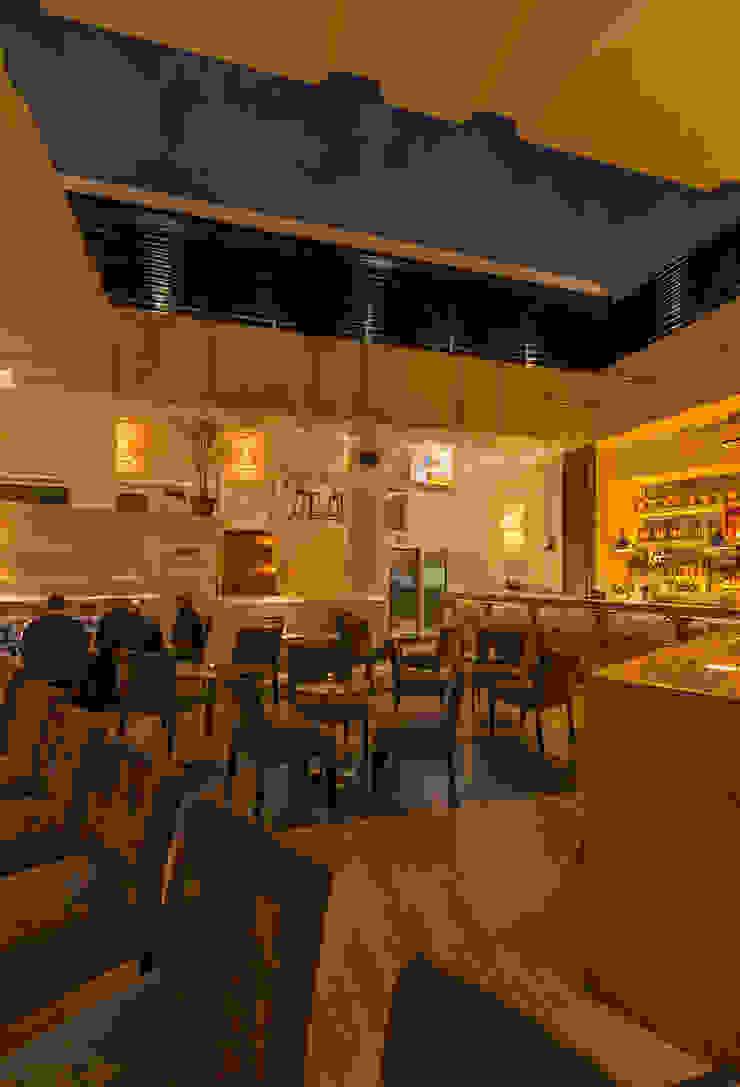 BAR SCOTCH Bares y clubs de estilo moderno de ROMERO DE LA MORA Moderno