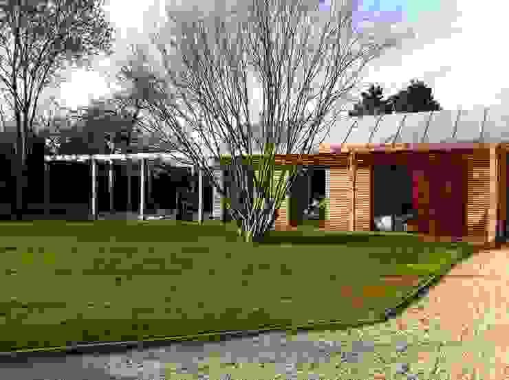 Facade sud, l'aile des chambres Maisons modernes par Atelier d'Architecture Marc Lafagne, architecte dplg Moderne