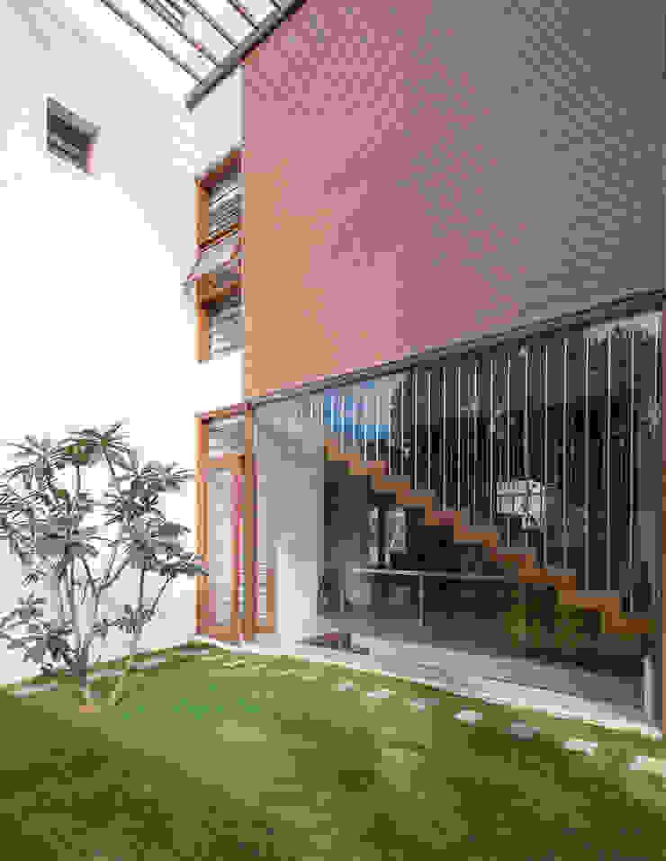 Ornamental Court studio XS Modern garden
