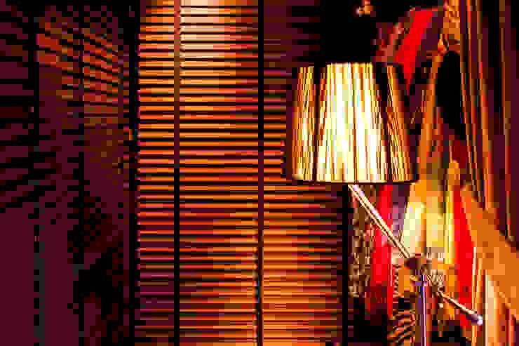 Una vivienda vanguardista: Vestidores de estilo  de Belén Sueiro