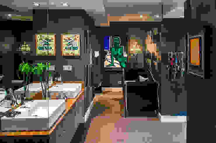 Una vivienda vanguardista Baños de estilo moderno de Belén Sueiro Moderno