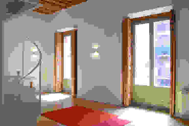 Rehabilitación de edificio ATOCHA. Madrid Salas modernas de Beriot, Bernardini arquitectos Moderno