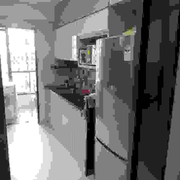 Resident in Mulund Minimalist kitchen by TWISHA THAKKER Minimalist