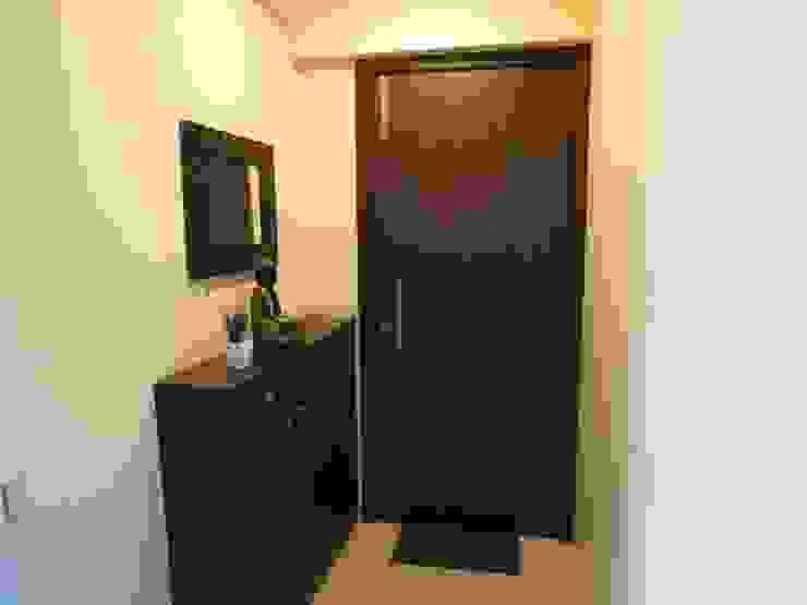 Minimalist corridor, hallway & stairs by TWISHA THAKKER Minimalist
