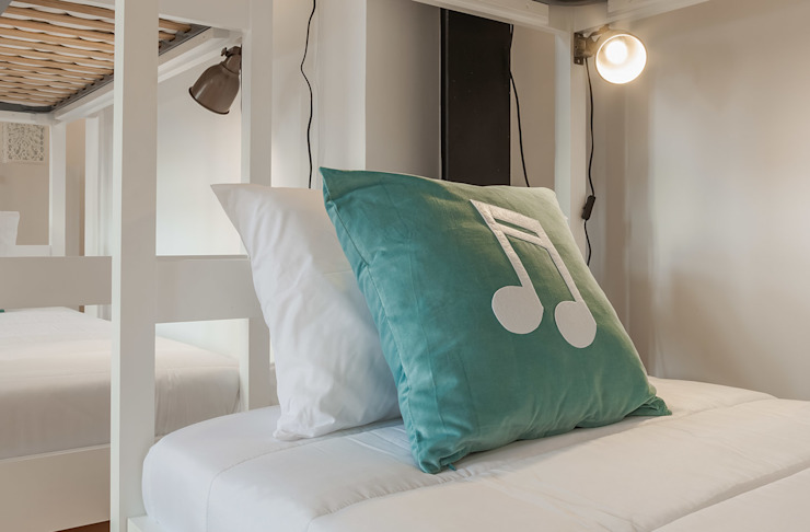 White Glam Hotels