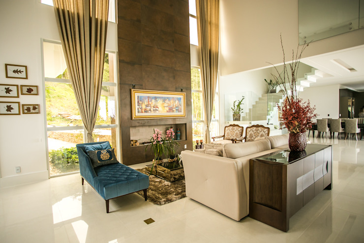 Classic style living room by Roma Arquitetura Classic Ceramic