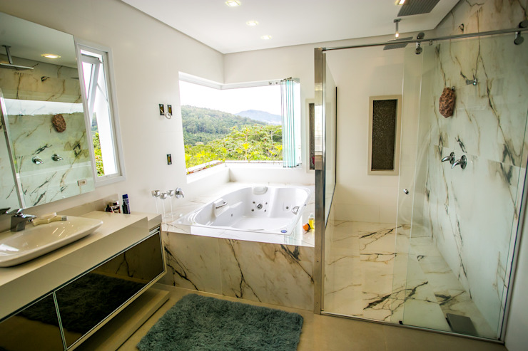 Bathroom by Roma Arquitetura,