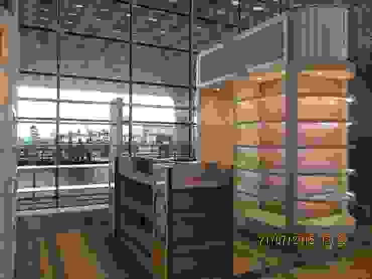Kiosk Retail Counters, Mumbai International Airport: asian  by Awadh Interiors,Asian