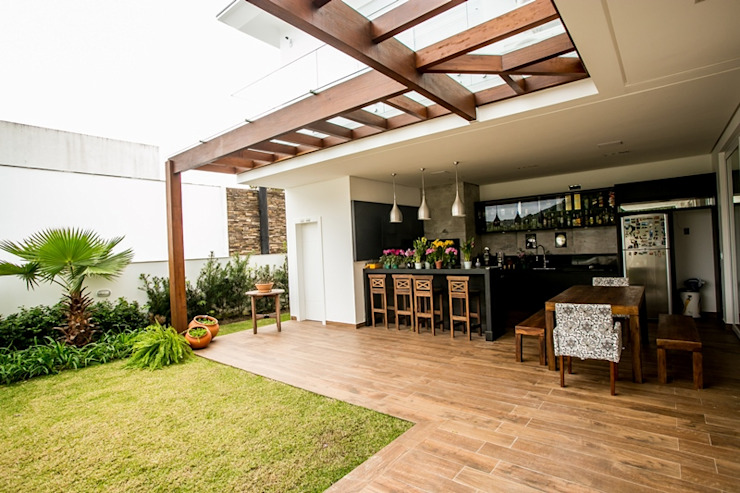Patios by Roma Arquitetura,