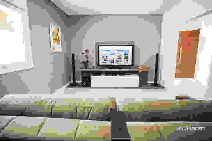 Modern Media Room by Roma Arquitetura Modern