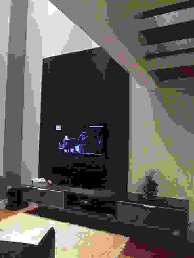 Loft de 104,00m2 Salas multimídia modernas por Daniele Rossi Lopes Arquitetura e Design Moderno
