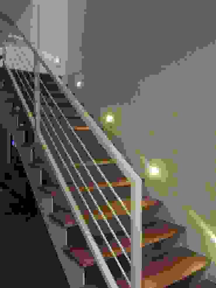 Loft de 104,00m2 Corredores, halls e escadas modernos por Daniele Rossi Lopes Arquitetura e Design Moderno