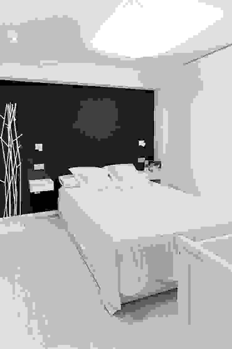 Chiralt Arquitectos Minimalist bedroom