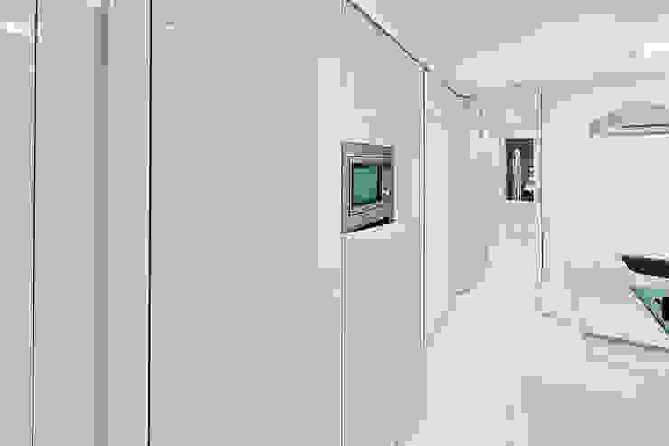 Chiralt Arquitectos KitchenCabinets & shelves