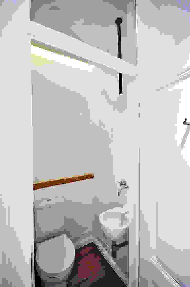 Apartamento Lisboa Casas de banho ecléticas por Colectivo ODD Eclético