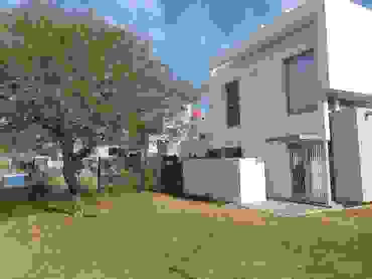 Casa La Estanzuela by Fernando Mattiuz Casas modernas: Ideas, imágenes y decoración de MATTIUZ LOZANO Moderno