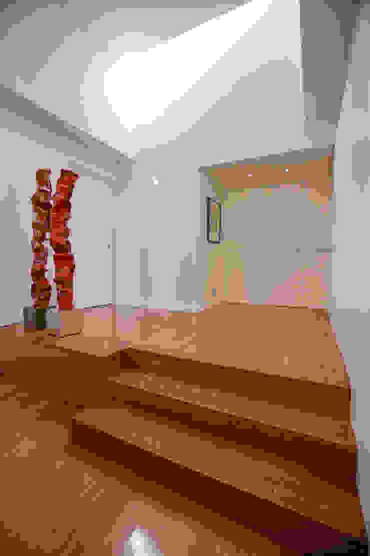 Moradia MC Corredores, halls e escadas modernos por RDLM Arquitectos associados Moderno