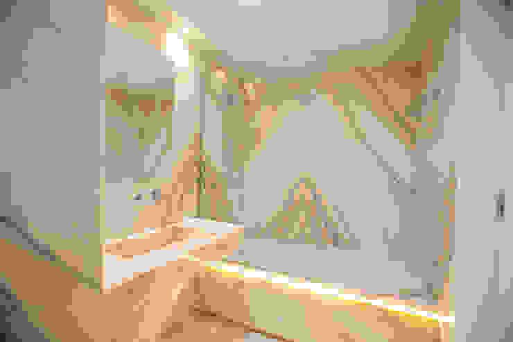Bathroom by RDLM Arquitectos associados, Modern