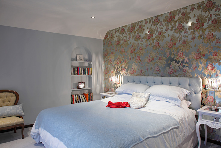 Luxury Modern Cottage Buckinghamshire Quirke McNamara Classic style bedroom Metallic/Silver