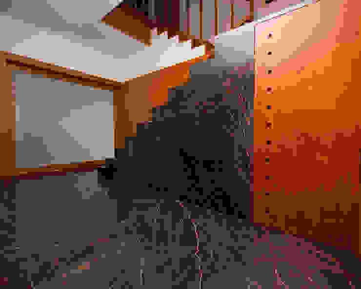 Moradia CE Corredores, halls e escadas modernos por RDLM Arquitectos associados Moderno