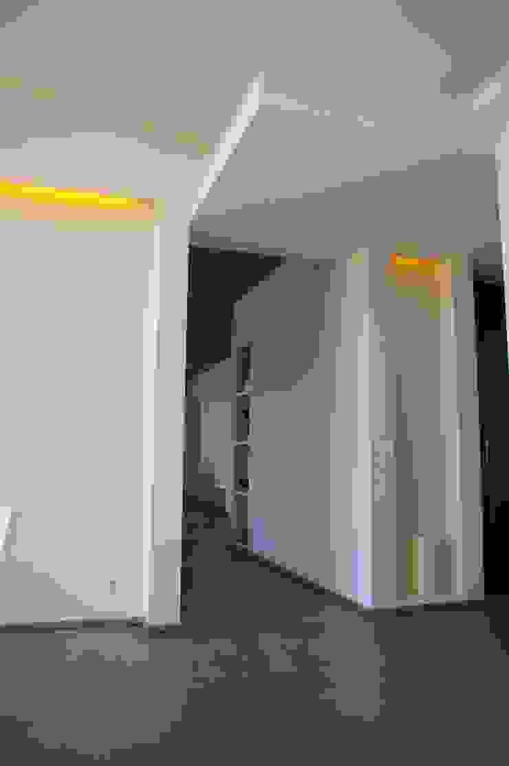 ARTERRA 現代風玄關、走廊與階梯