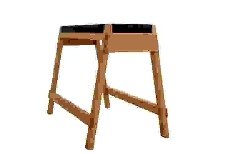 stool horse: Tunnel worksが手掛けた折衷的なです。,オリジナル 木 木目調
