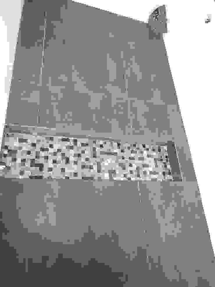 Modern bathroom by CONSTRUCTORA ARQOCE Modern