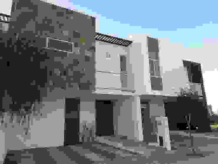 Maisons modernes par CONSTRUCTORA ARQOCE Moderne