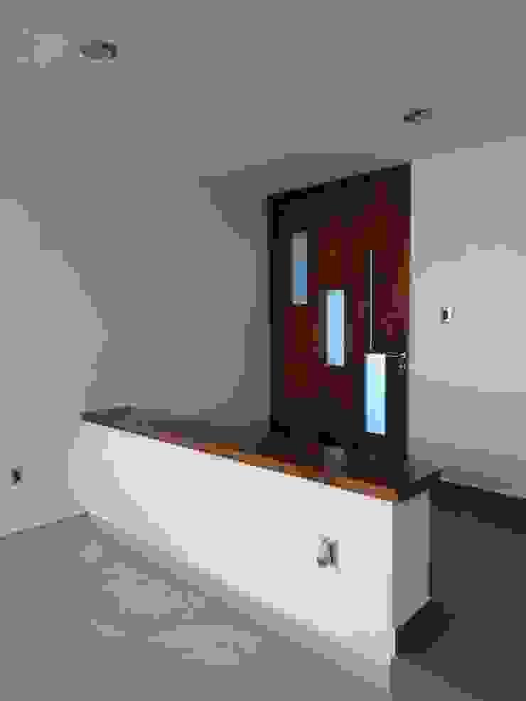 Modern windows & doors by CONSTRUCTORA ARQOCE Modern