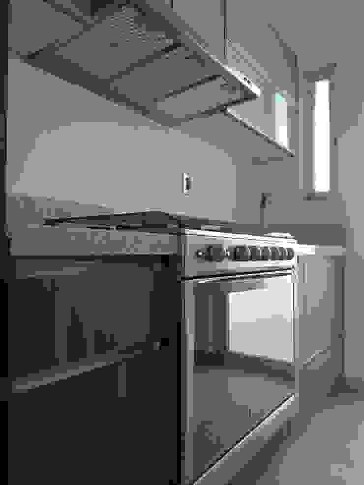 Modern kitchen by CONSTRUCTORA ARQOCE Modern