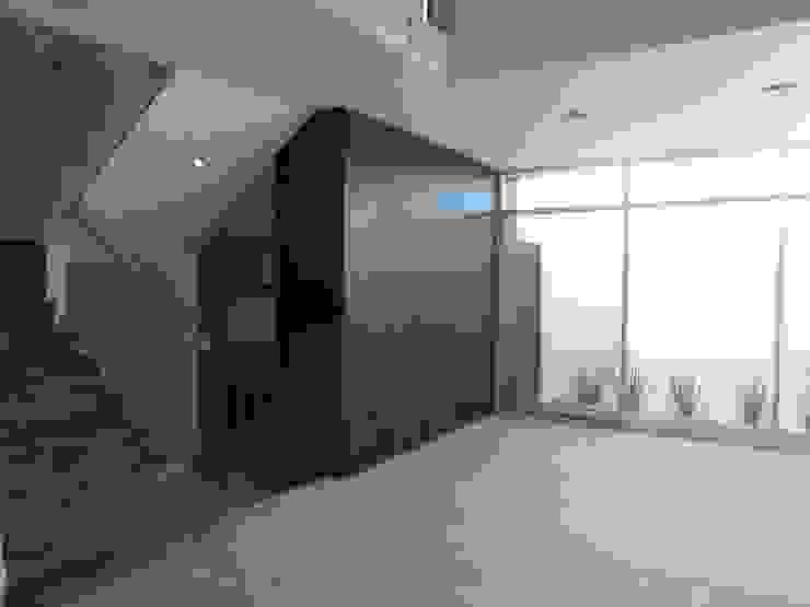 Modern dining room by CONSTRUCTORA ARQOCE Modern