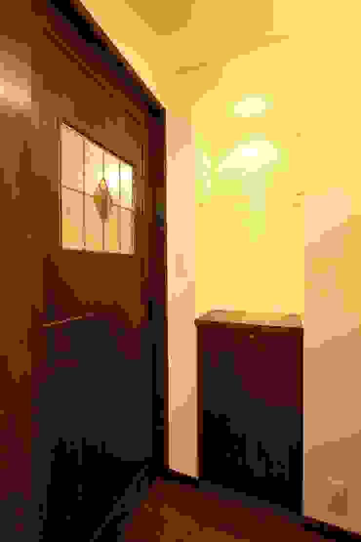 OLD★NEW ORQUESTA: 有限会社横田満康建築研究所が手掛けた現代のです。,モダン 木 木目調