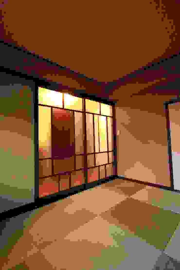 OLD★NEW ORQUESTA: 有限会社横田満康建築研究所が手掛けた現代のです。,モダン